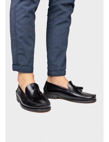 Mocasín zapato de hombre castellano con borlas